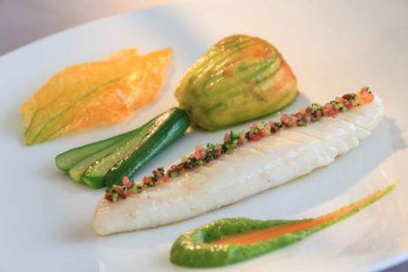 Filet de Saint-Pierre, courgettes et tomates aux anchois