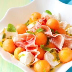 Salade de concombre, melon, mozzarella avec son jambon cru